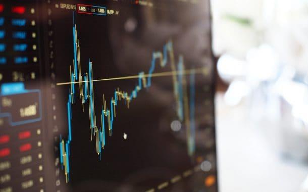 Spadek kursu bitcoina - jakie czynniki mogły go spowodować?