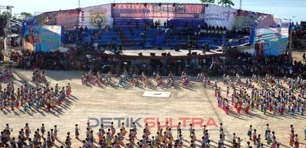 Tarian Kolosal Festival Budaya Tua Buton
