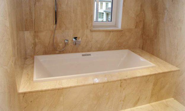 Ванная комната из мрамора строительного