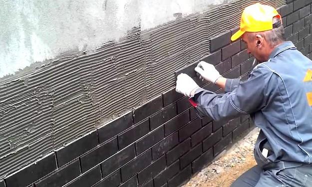 Облицовочные работы по фасаду дома керамогранитом