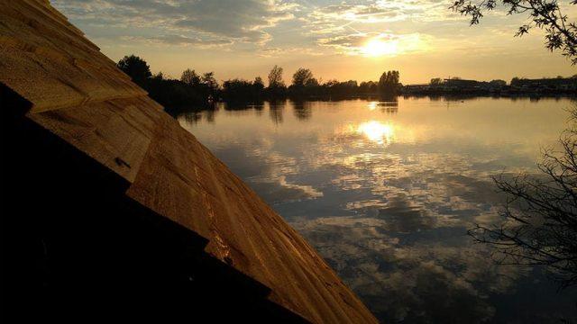 Glampings Natuurcampings Nederland  Vlotkamperen, met drie generaties op een kampeervlot
