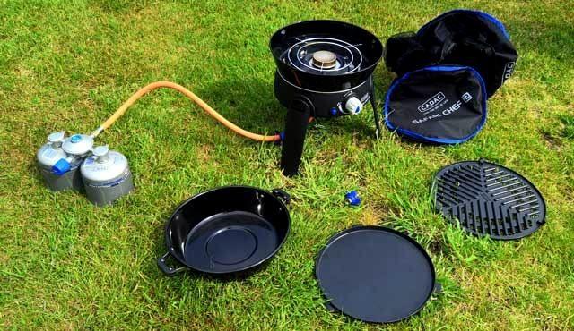 KOKEN OP DE CAMPING  Safari Chef 2, kleine handige gasbarbecue en kookpit in één
