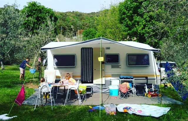 CAMPER & CARAVAN  Caravan of camper? Wat zijn de voordelen en nadelen?
