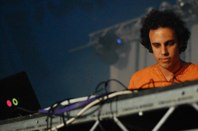 Four Tet at work. Photo (CC-BY-ND) Jonathan Fisher/fishplums.