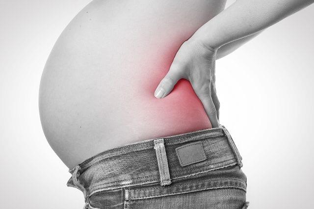 Eine weitere häufige Ursache für ein ISG-Syndrom sind hormonelle Umstellungen in der Schwangerschaft, die zu einer Lockerung des Bandapparates führen. Die Muskulatur muss nun die fehlende Stabilität ausgleichen was zu Verspannungen führen kann und schmerzt.