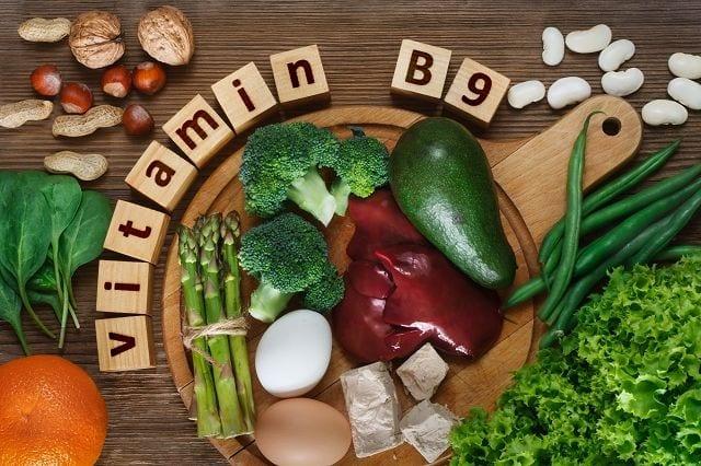 Das Vitamin Folsäure gehört zu der Gruppe der B-Vitamine und ist wasserlöslich. Es wird auch als Vitamin B9 oder B11 bezeichnet. Folsäure ist wichtig für den Wachstumsprozess und für die Zellteilung und somit für die Blutbildung.