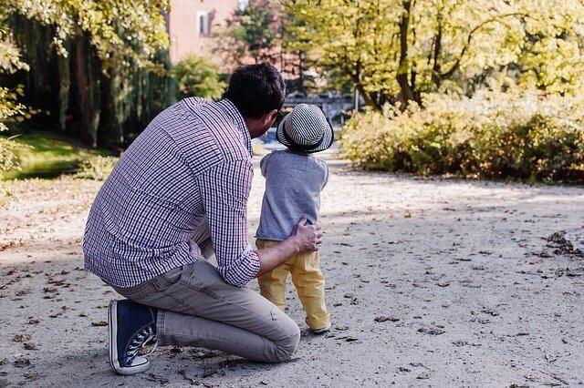Frühzeitige Planung zahlt sich beim Übertrag von Aktien auf das Kind aus.