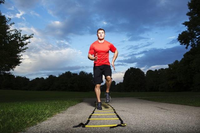 Trening zwrotności na drabince szybkościowej