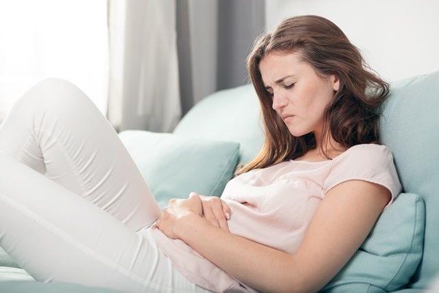 Die Periode löst bei vielen Frauen Schmerzen im Unterleib aus, die in viele Bereich des Körpers ausstrahlen können.