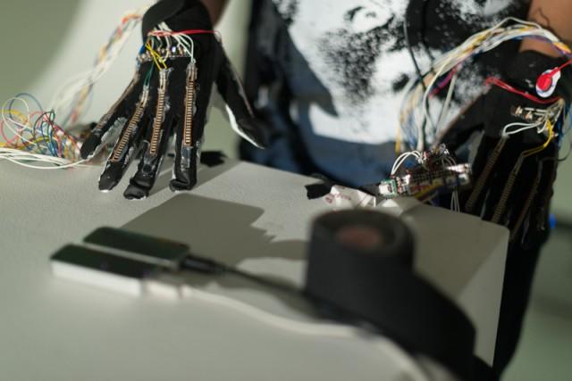 humanelectro_gloves