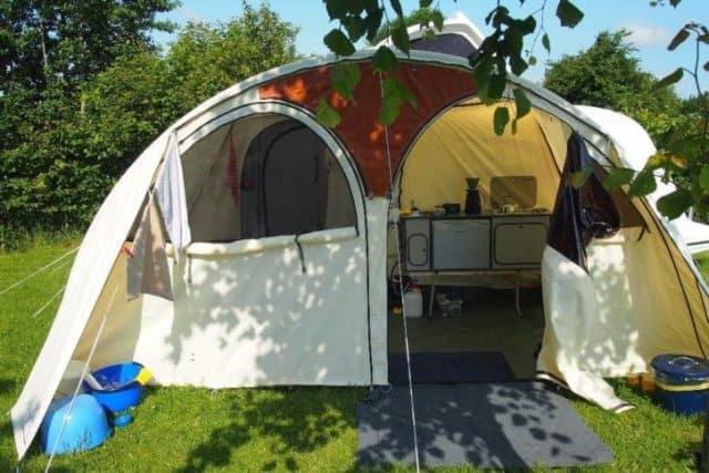 KAMPEERPRAAT  Check, check, check in 7 stappen klaar voor het kampeerseizoen