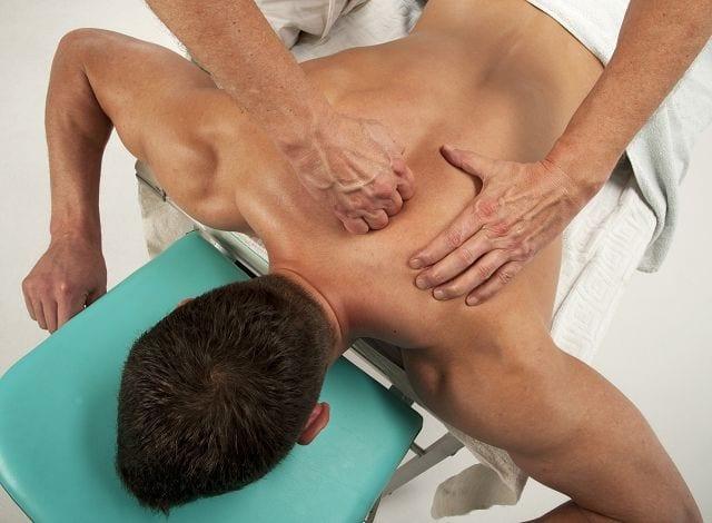 Rückenmassagen sind bei Muskelverspannungen ein wirksames Mittel jedoch muss diese Maßnahme durch z.B. Bewegung ergänzt werden, da sonst der Effekt nicht lange anhält.