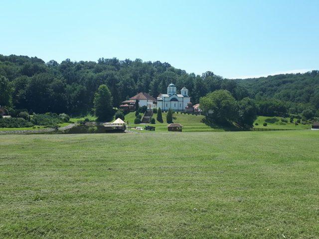 pogled na manastir Kaona