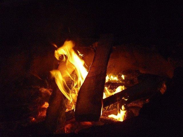 KAMPEERPRAAT  Wintertijd of zomertijd wat willen kampeerders? Stem nu!