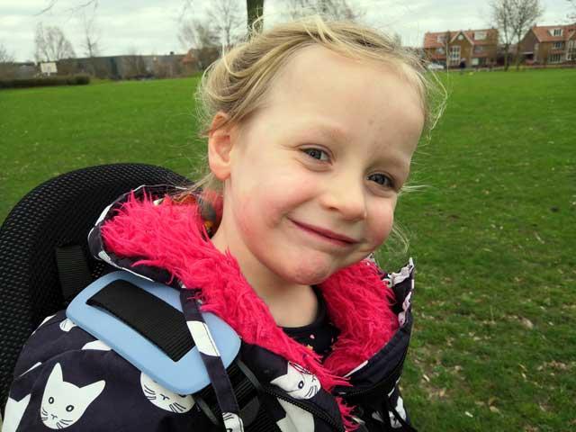 HANDIGE KAMPEERTIPS KAMPEREN MET KINDEREN  Review: Qibbel Air fietsstoeltje voor achterop volgens mijn dochter zooooo zacht