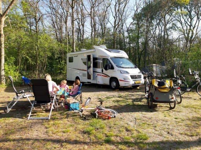 CAMPER & CARAVAN HANDIGE KAMPEERTIPS  Een camper huren om te kijken of het bevalt, kan de caravan de deur uit?