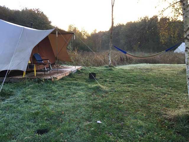 GLAMPINGS KLEINE CAMPINGS NEDERLAND  Campingtip: Het Bos Roept: winterglamping in een De Waard tent