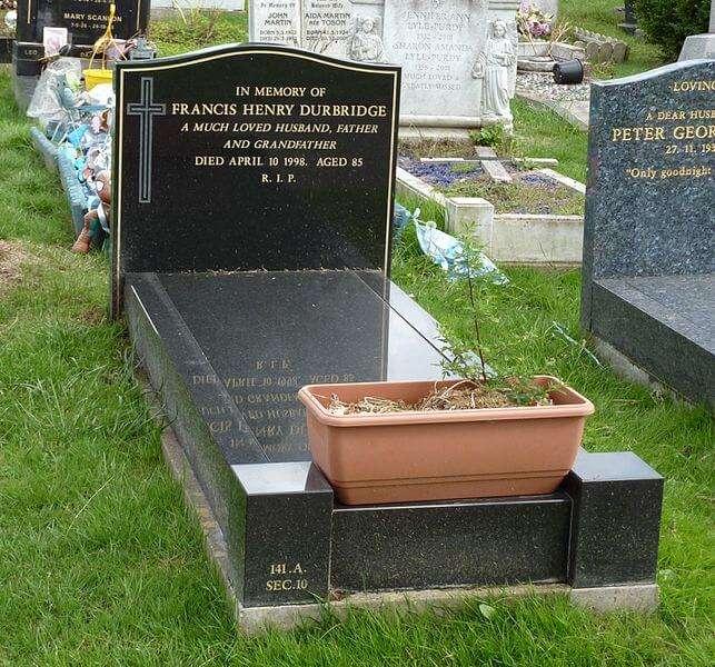 Grab des britischen Krimiautors Francis Durbridge auf dem Putney Vale Cemetery, London