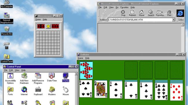 Windows 95 met onder meer de games Mijnenveger en Patience.