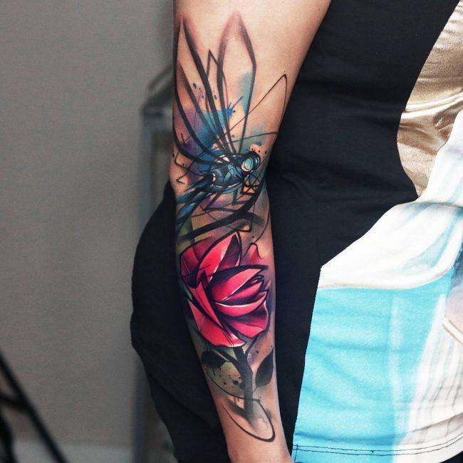 tatuaje de mariposa para mujer en el brazo
