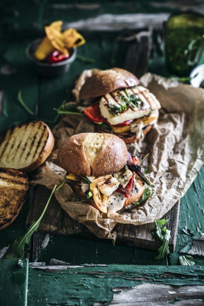 Halloumi Burger mit Brioche Bun