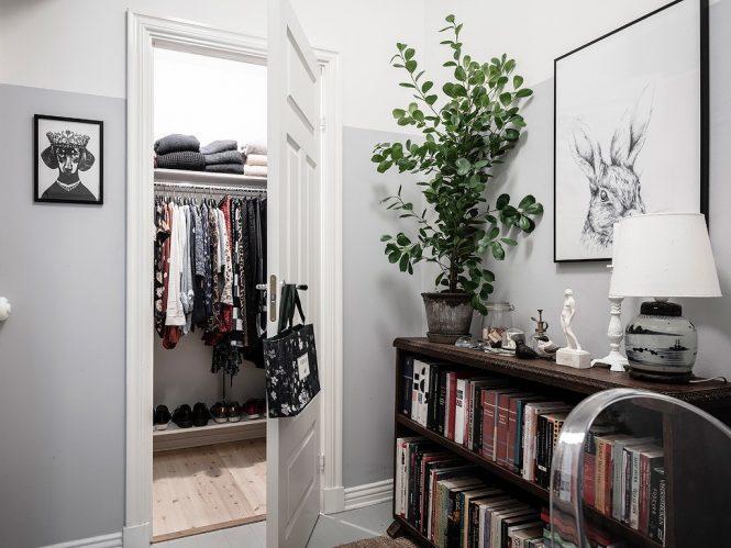 Papel pintado con motivos florales en la cocina y el dormitorio
