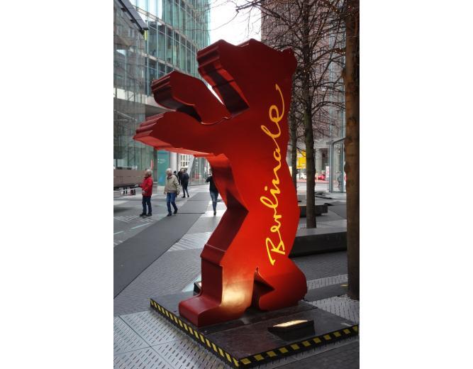 Медведь - символ берлинского кинофестиваля «Берлинале»