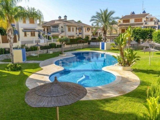 Fantástico bungalow en Torrevieja en residencial cerrado próximo a playa de La Mata