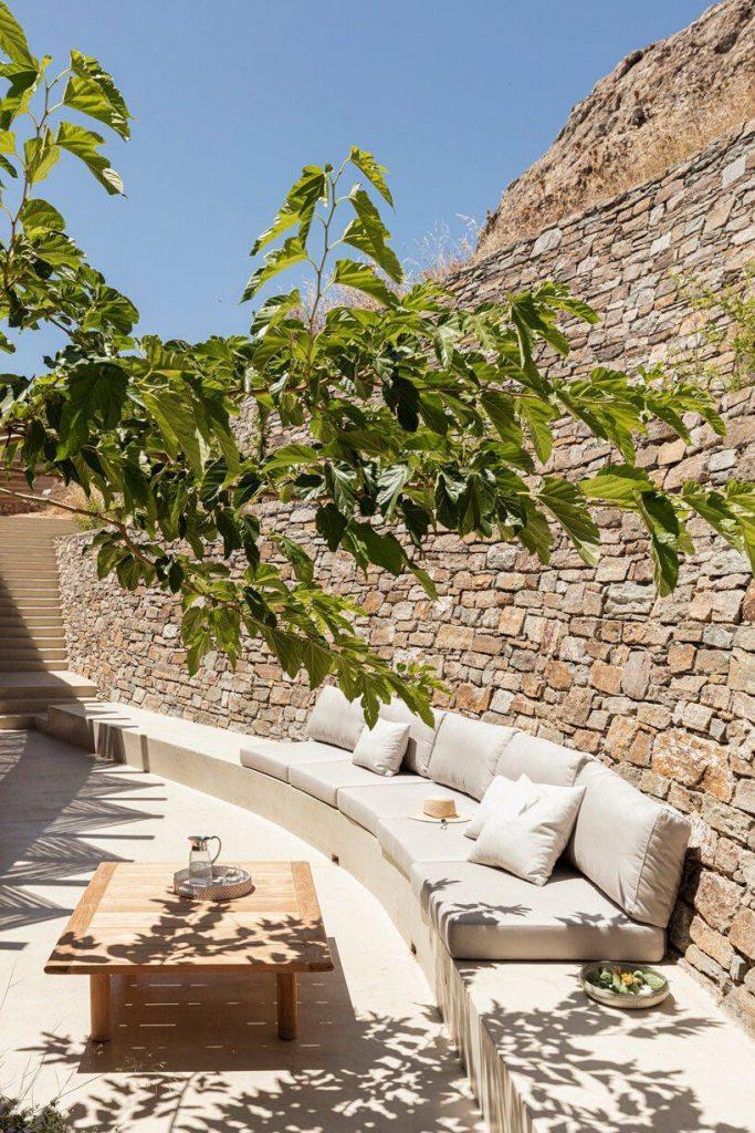 sinas-architects-kamienny dom letni na wyspie serifos 02