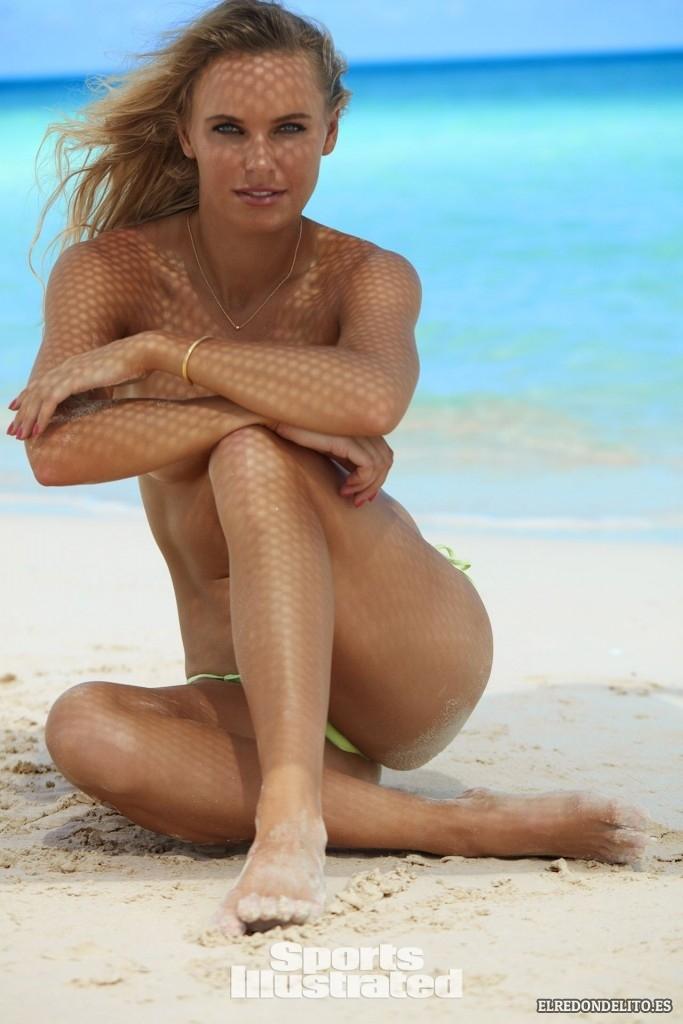 Sports_Illustrated_Caroline_Wozniacki_Sexy_2017_093