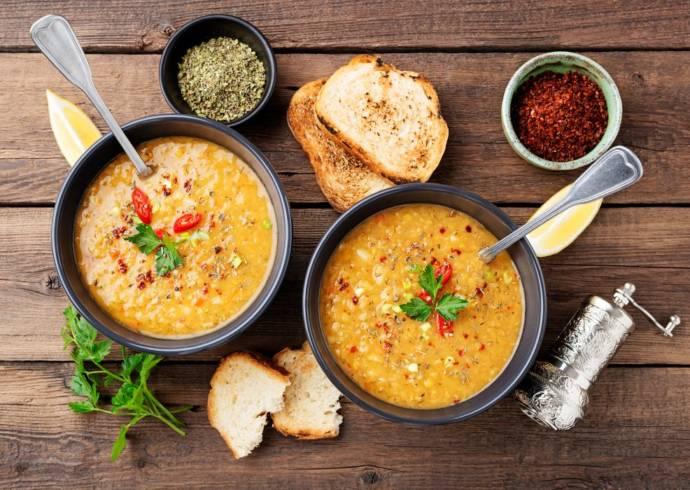Zupa z czerwonej soczewicy i mleczkiem kokosowym House of Asia