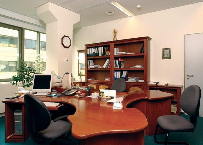 háromszemélyes irodai munkaállomás