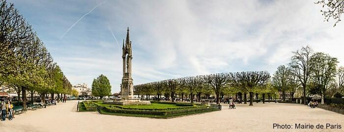 Square jean xxiii near notre dame in paris
