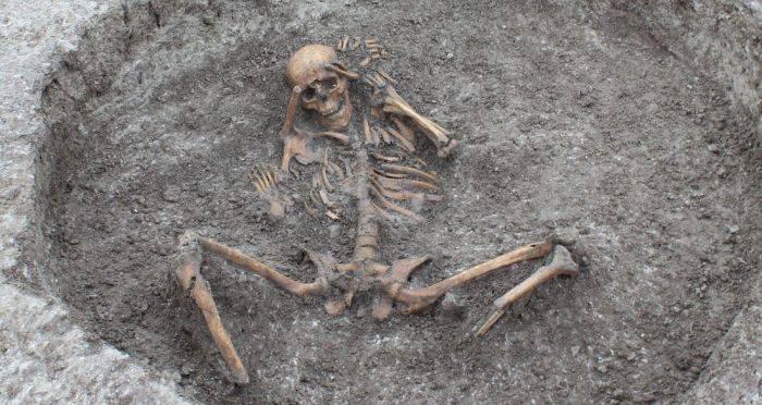 Niște muncitori din Anglia au descoperit rămășițele sinistre ale unui sacrificiu uman