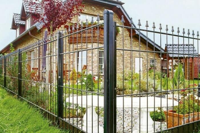 Stabile Zaunsysteme schützen Haus und Hof