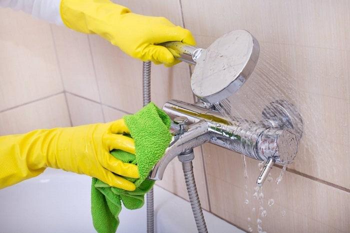 Чистка смесителя в ванной