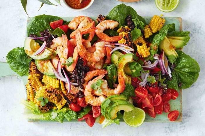 Новогодний пп салат с креветками в мексиканском стиле