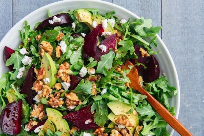 Рецепты полезных салатов на Новый год: с зеленью, свеклой и сыром