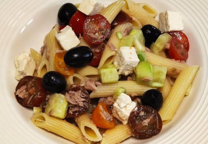 Salade de pâtes pennes façon grecque
