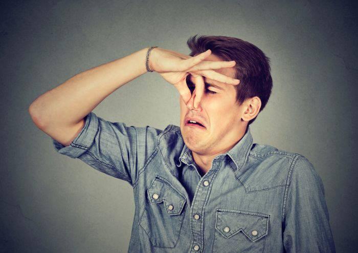 10 motive pentru care oamenii sunt atât de scârboși miros corp_redimensionat_compressed