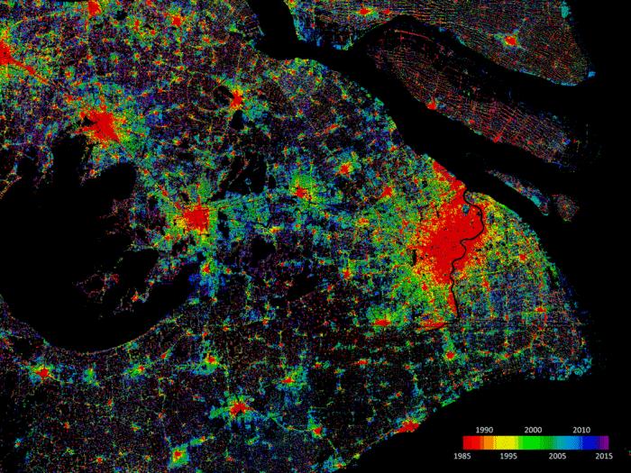 WSF-Evolution showing the urban sprawl in the city of Shanghai. The image shows the level of urban growth at five year intervals from 1985 to 2015. Image: DLR, GEE