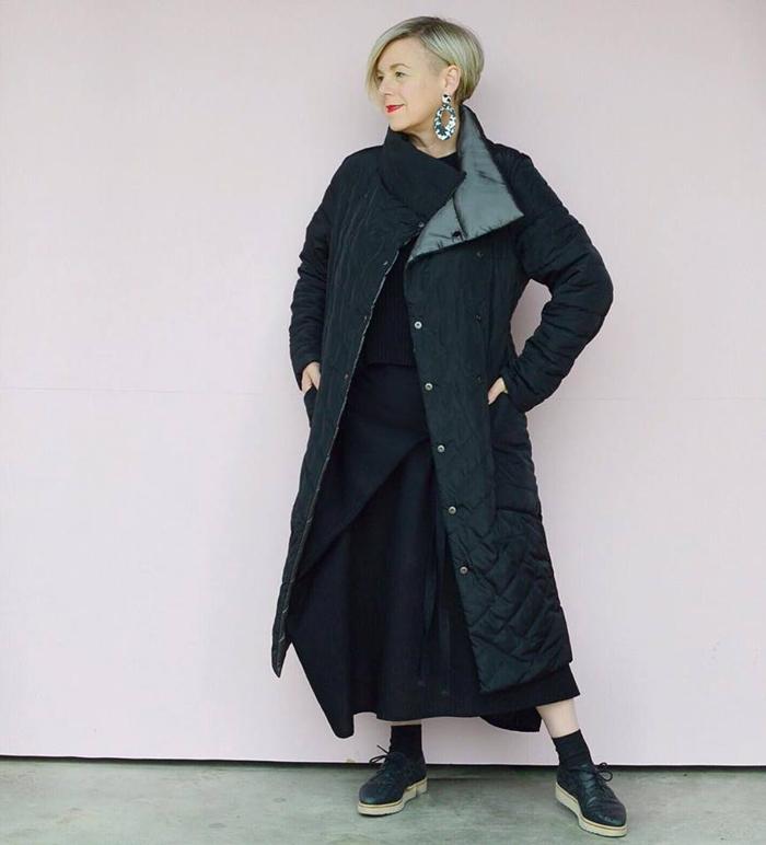 Deborah wearing black long coat | 40plusstyle.com