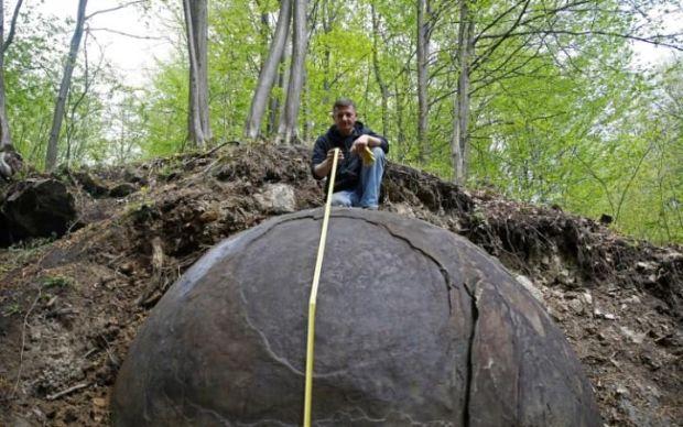 sfera de piatra -2