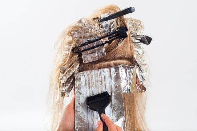 capelli durante la colorazione