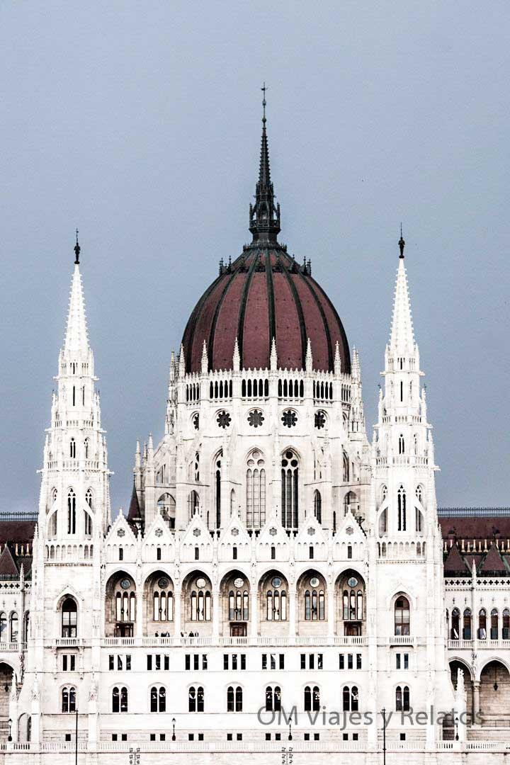 BUDAPEST-CIUDAD-ROMÁNTICA-EUROPA-PARLAMENTO