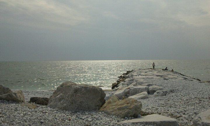 Che abbiamo tutti da guardare il mare?