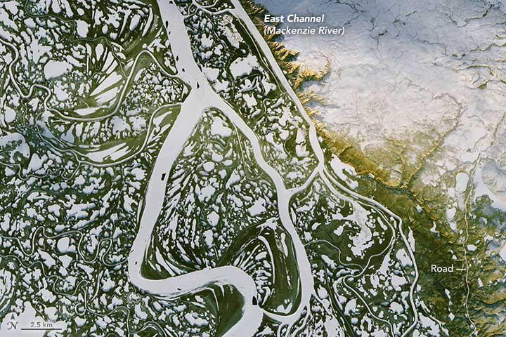 Portion of the Mackenzie River in Canada. Landsat 8 image, NASA, captured November 8, 2016.