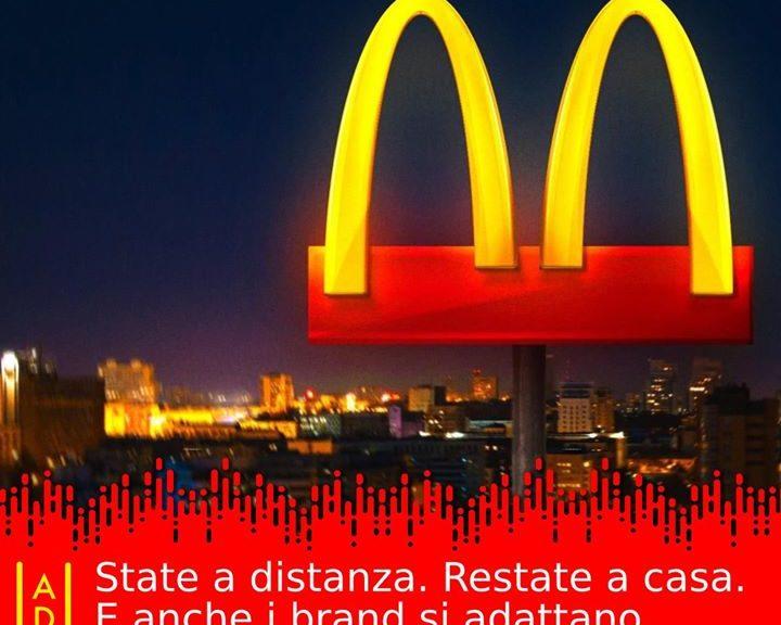 Scenari apocalittici e nuove regole: 😷 state a distanza, 🏠 restate in casa. 💻 Il web si è scatenato distanza