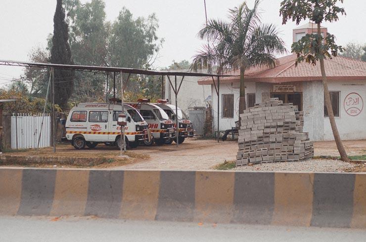 Ambulancer drives af private virksomheder - også politiet får hjælp fra den private sektor.