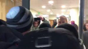 Протестующие ворвались в Нацбанк